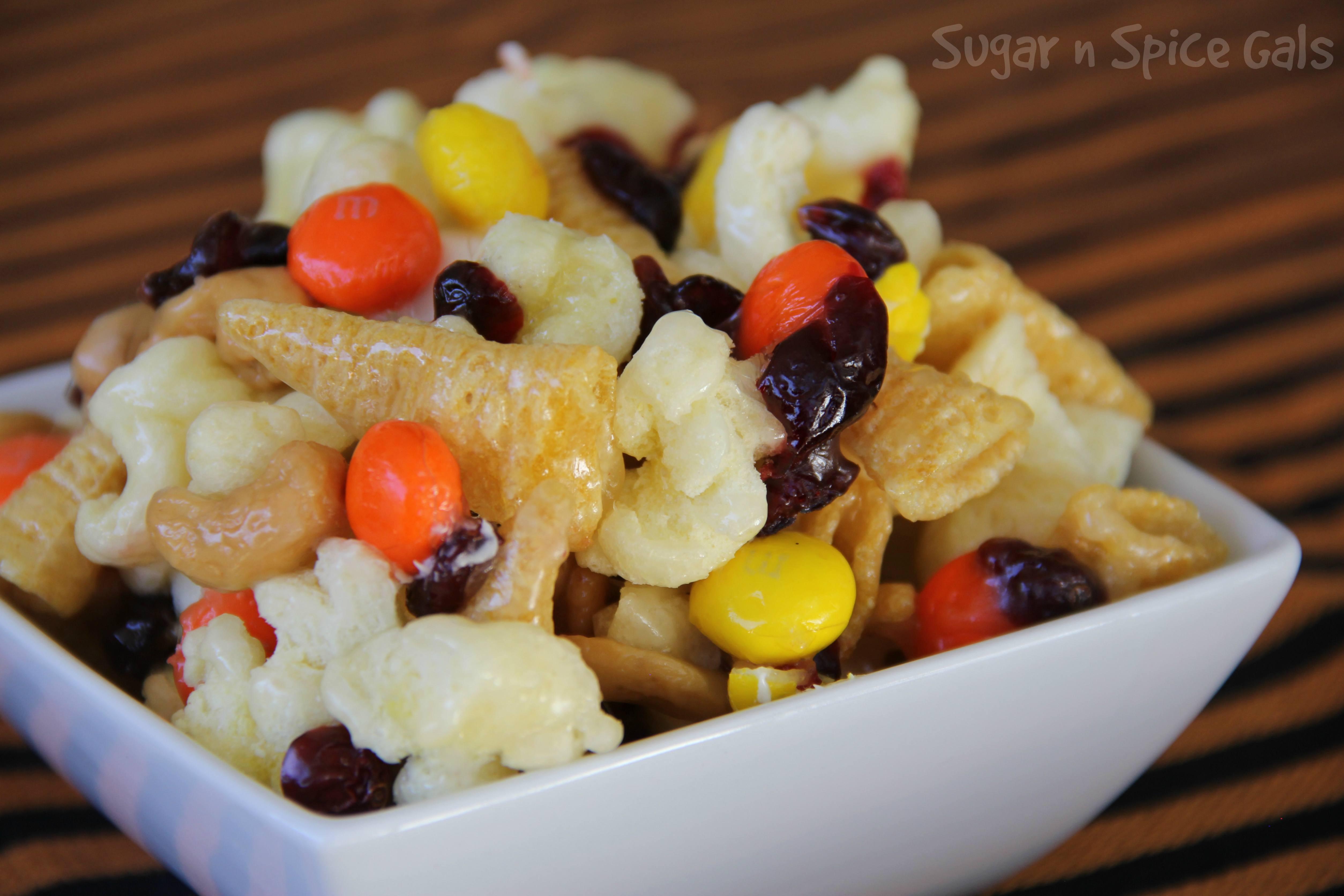 sticky-witchy-popcorn-mix