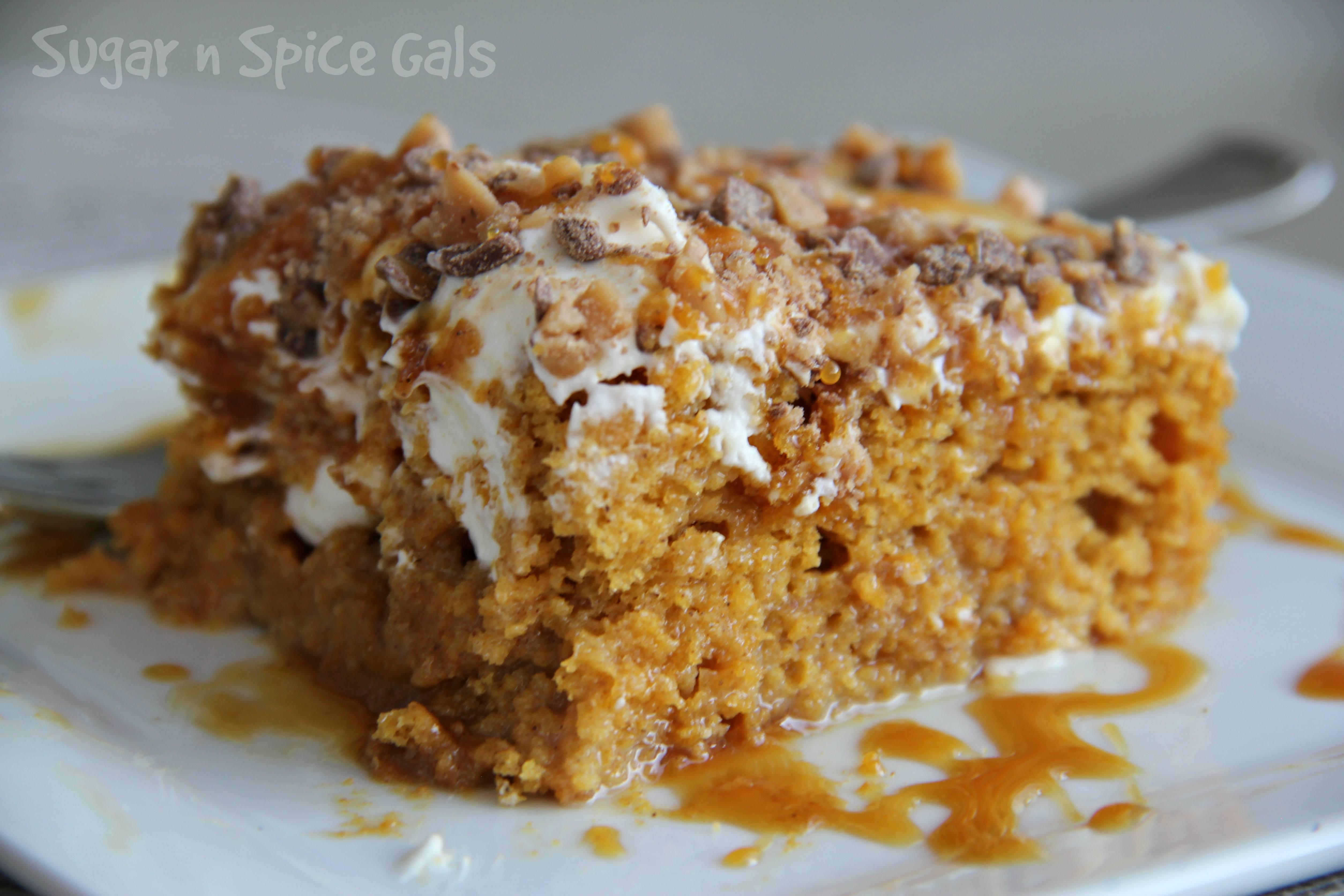 pumpkin-poke-cake-5